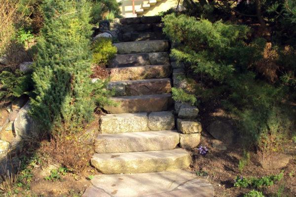 kamienne schody do ogrodu