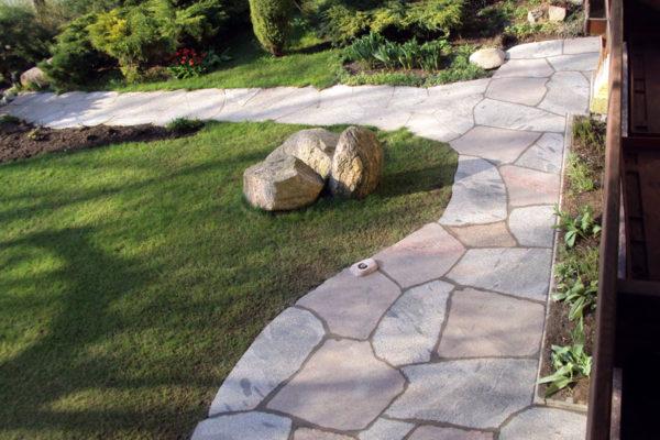 kamienny chodnik do ogrodu1