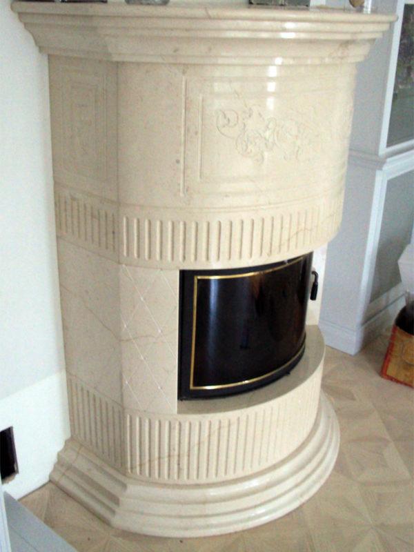 marmurowy kominek