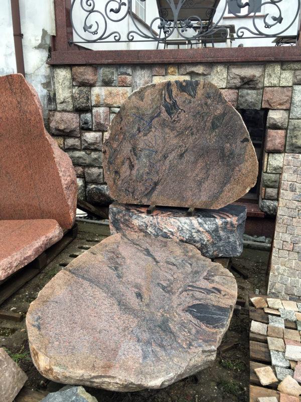 nagrobki z głazów kamiennych