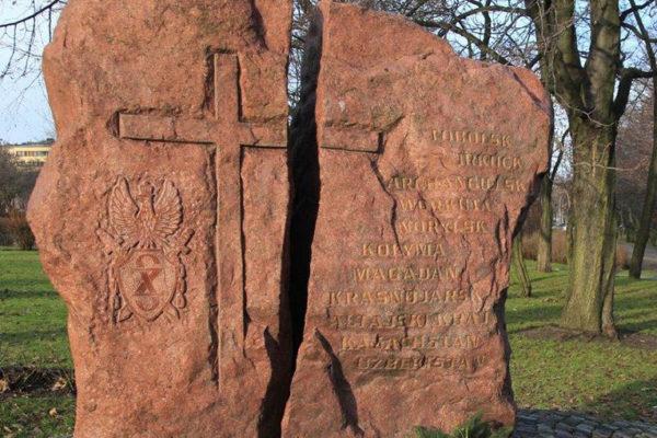 obelisk z kamienia