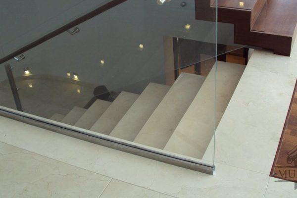 schody marmurowe w nowoczesnym wnetrzu