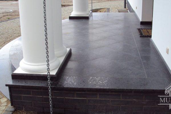 eleganckie schody granitowe szczotkowane