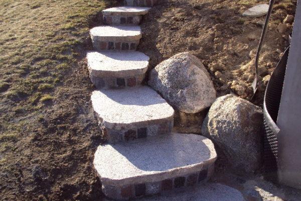 schody z kamieni ogrod