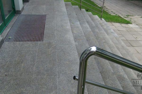 bezpieczne wejscie do budynku
