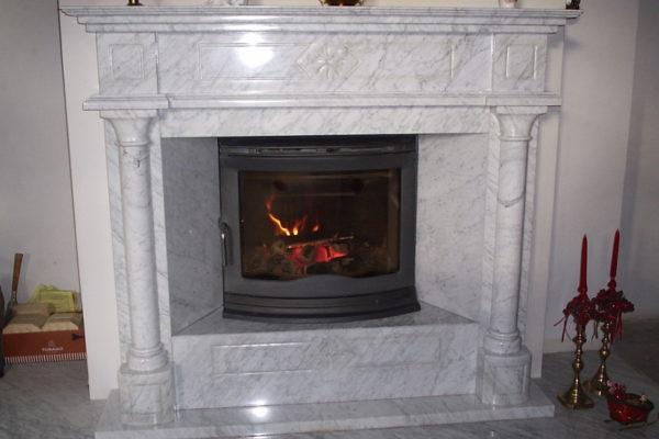 biały-portal-kominkowy-z-Bianco-Carray
