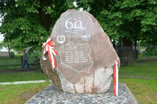 kamień polny z napisami