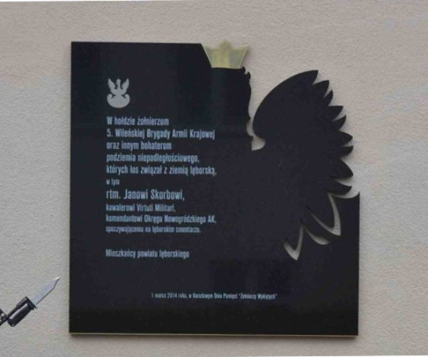 tablica pamiątkowa z czarnego granitu