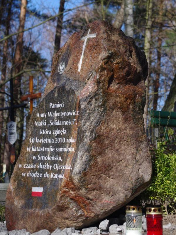 http://www.murkam.com.pl/wp-content/uploads/2018/03/Obelisk-śp.-Anny-Walentynowicz-600x800.jpg