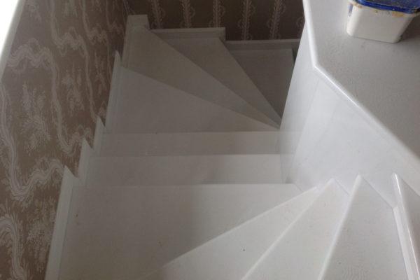 białe schody mamrurowe Bianco