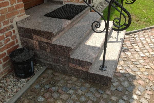 schody zewnętrzne z kamienia polnego