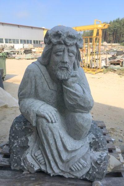 Rzeźba Jezusa z kamienia