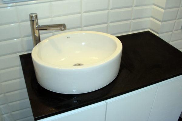 biala umywalka