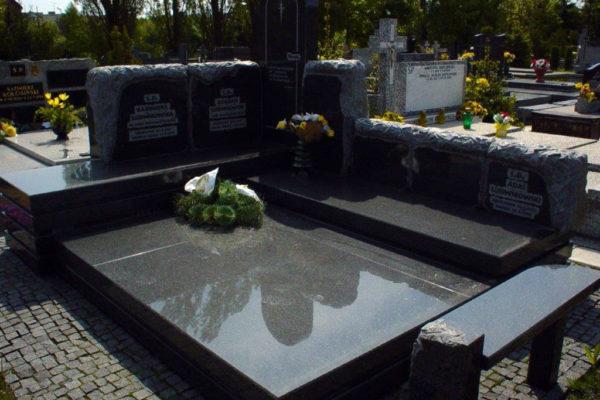 rzezbiony grobowiec