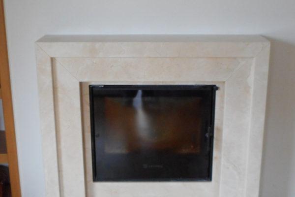 Kominek z marmuru Crema Marfil portal z marmuru Crema Marfil fajny kominek fireplaces with marble Crema Marfil