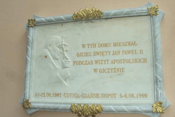 tablica pamiątkowa z marmuru