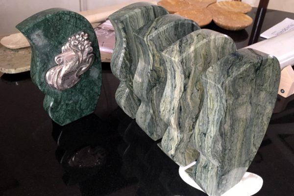 statuetka z granitu